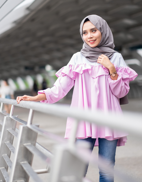Off-Shoulder Blouse in Pink
