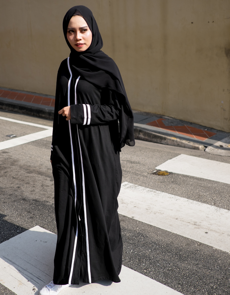 Varsity Abaya in Black (5XL, 6XL)