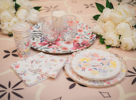 Keep it friendly with stunning eco-friendly disposable dishware
