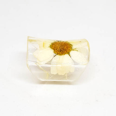 Wide Resin Ring with Daisy