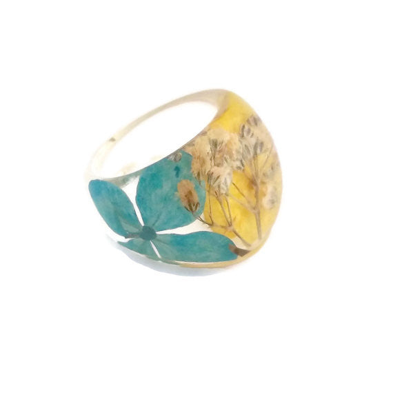 Resin Ring with Blue and Yellow Hydrangeas and Baby's Breath