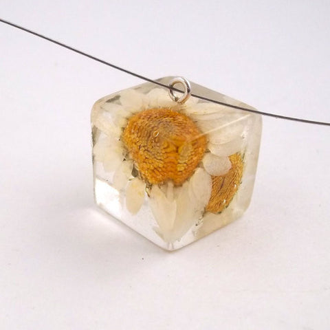 Resin Necklace with Daisies
