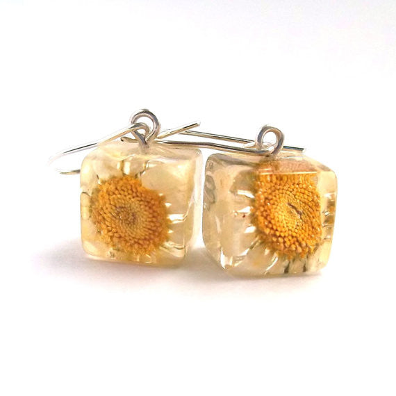 Resin Earrings with Daisies