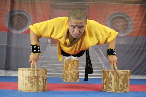 Shifu YanJie of Songshan Shaolin, China demonstrating two-finger zen.