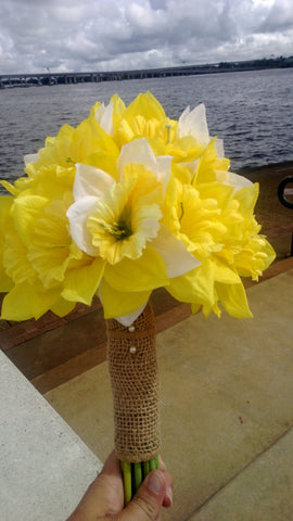 12 Piece Daffodil Bouquet Wedding Package, Yellow Daffodil, White Daffodil Bouquet, Yellow Bouquet, Spring Bouquet, Burlap Bouquet, Jute