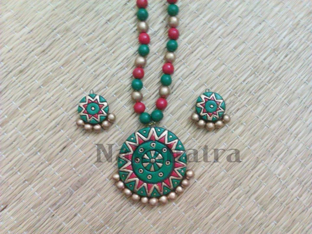 Red And Green Color Terracotta Necklace Set