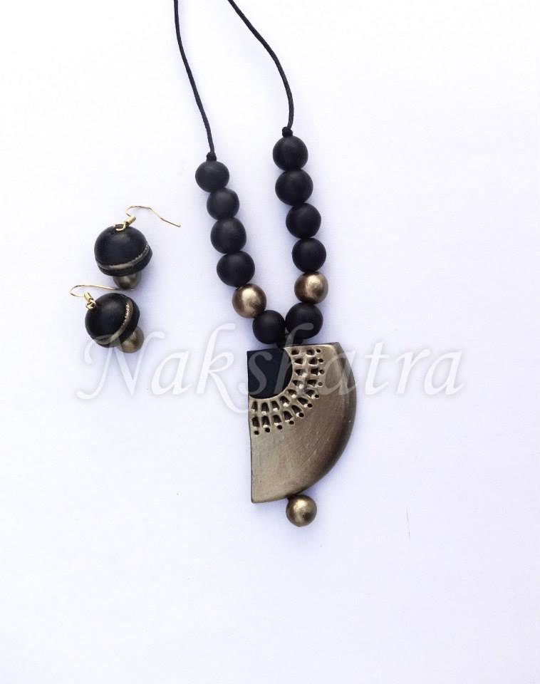 Black & Gold Terracotta Necklace Set.