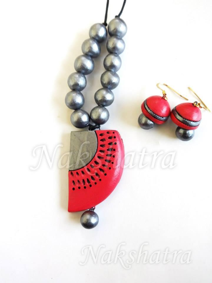 Red And Silver Colour Terracotta Necklace Set