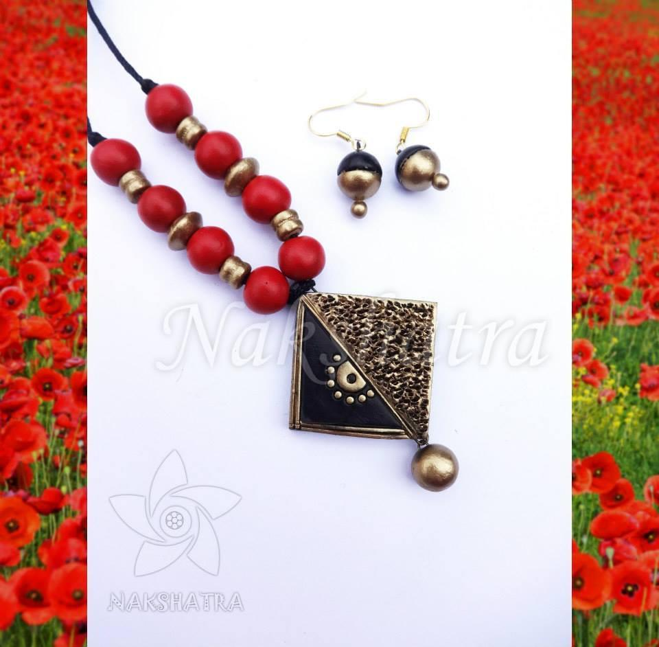 Red And Black Color Terracotta Necklace Set