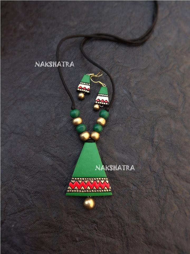 Green And Red Color Terracotta Necklace Set