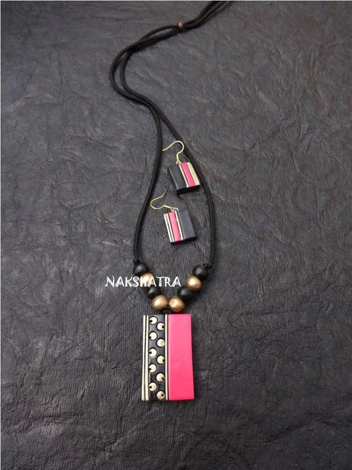 Pink And Black Color Terracotta Necklace Set