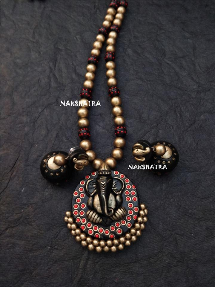 Black And Gold Color Terracotta Necklace Set