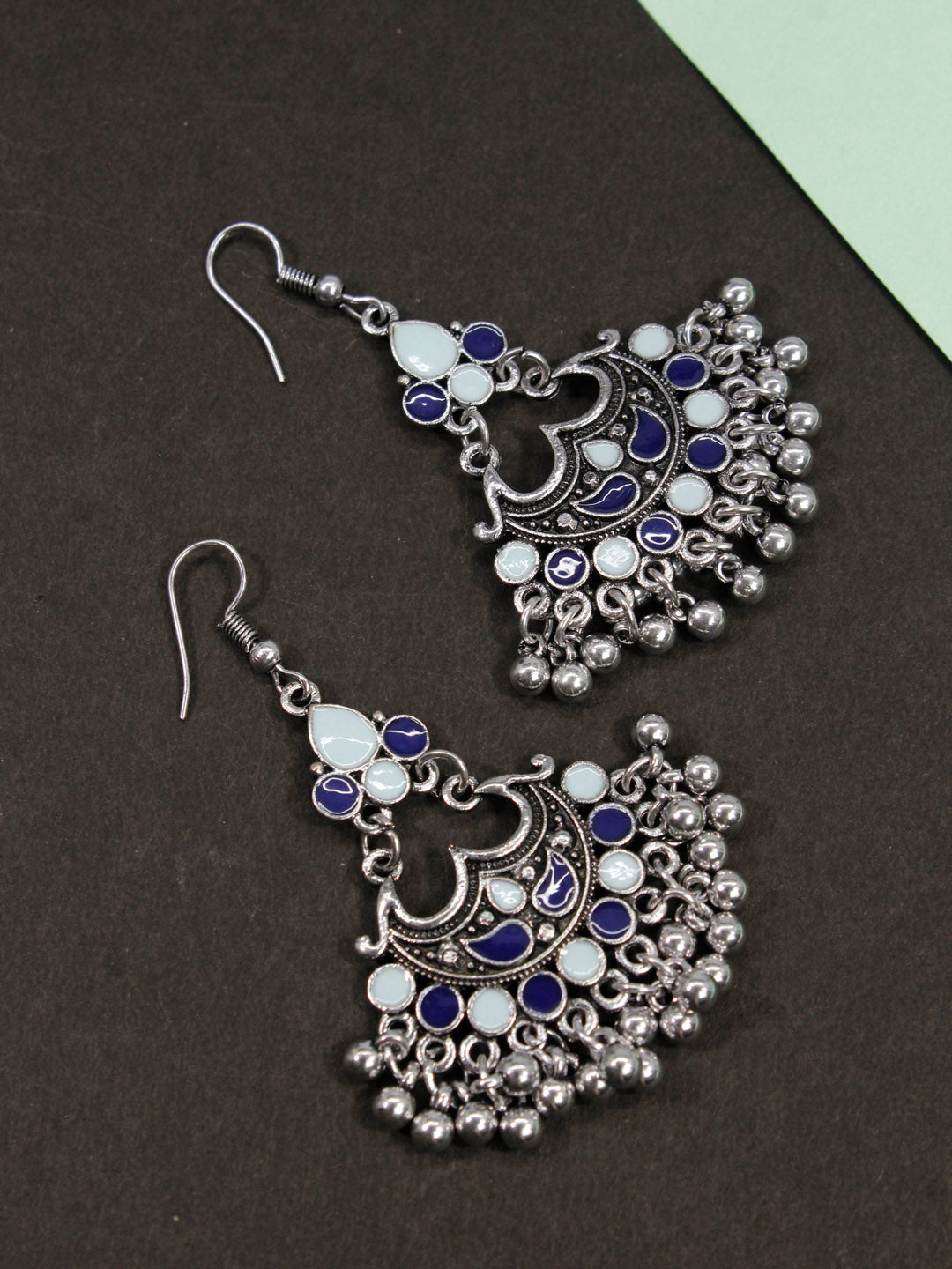 Aana Leaf Design White And Black Earring-AANA1-Earring