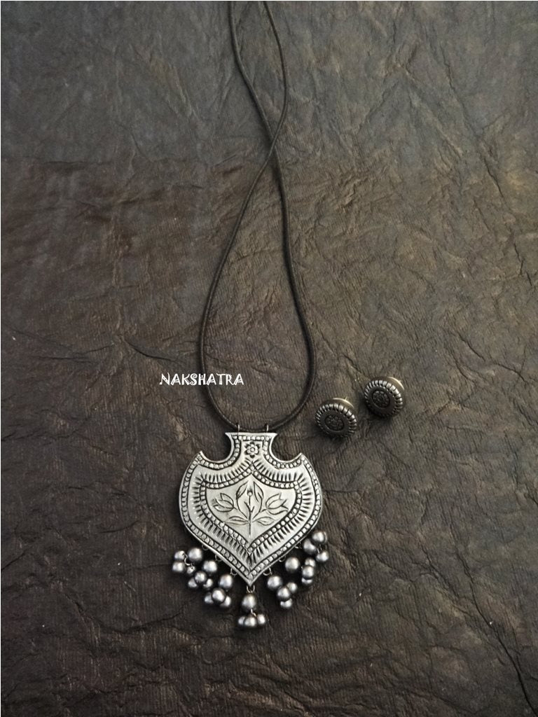 Metallic Silver Color Handmade Terracota Neckalce Set