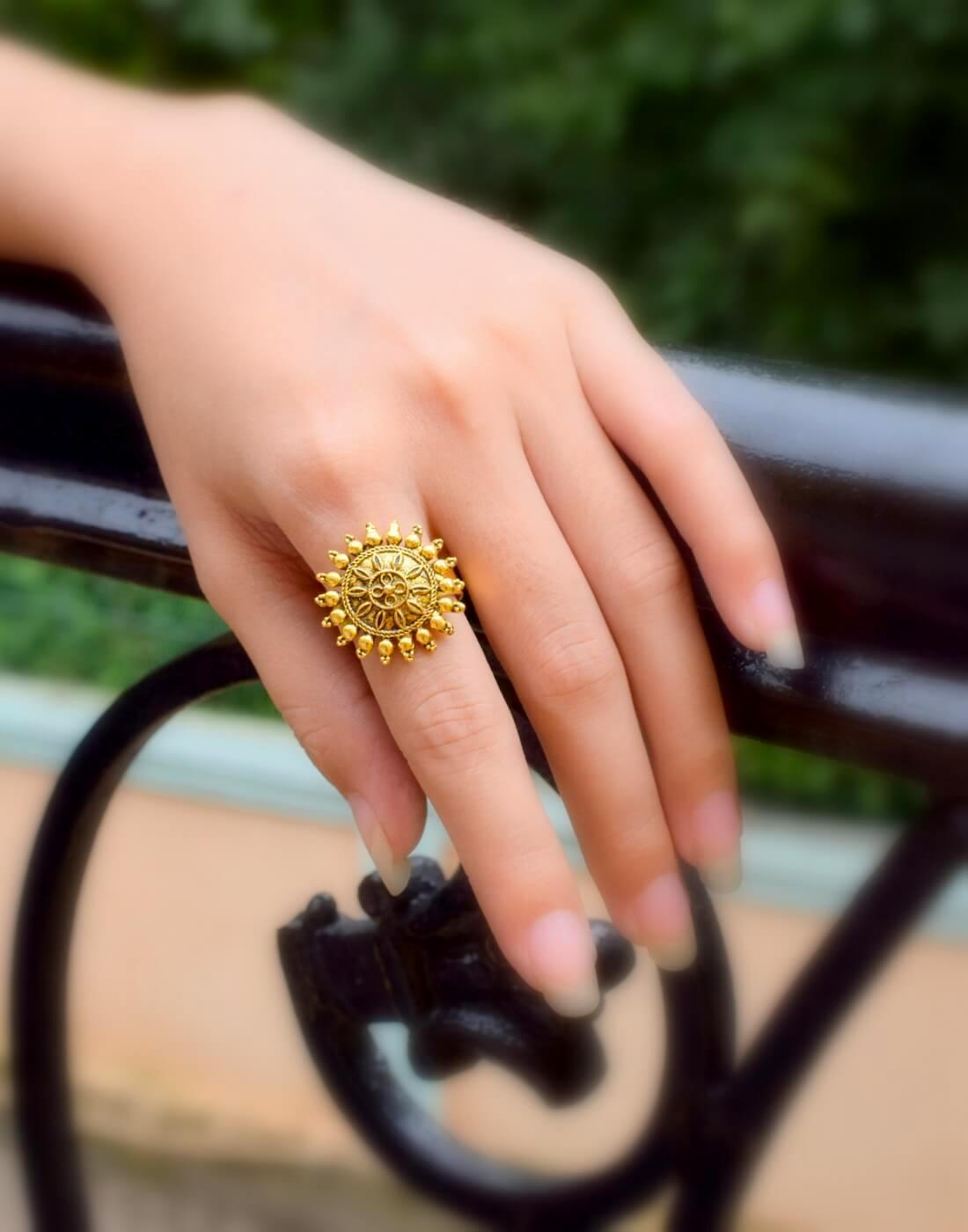 Adjustable Finger Ring In Gold Oxidized Metal Round Motif 6