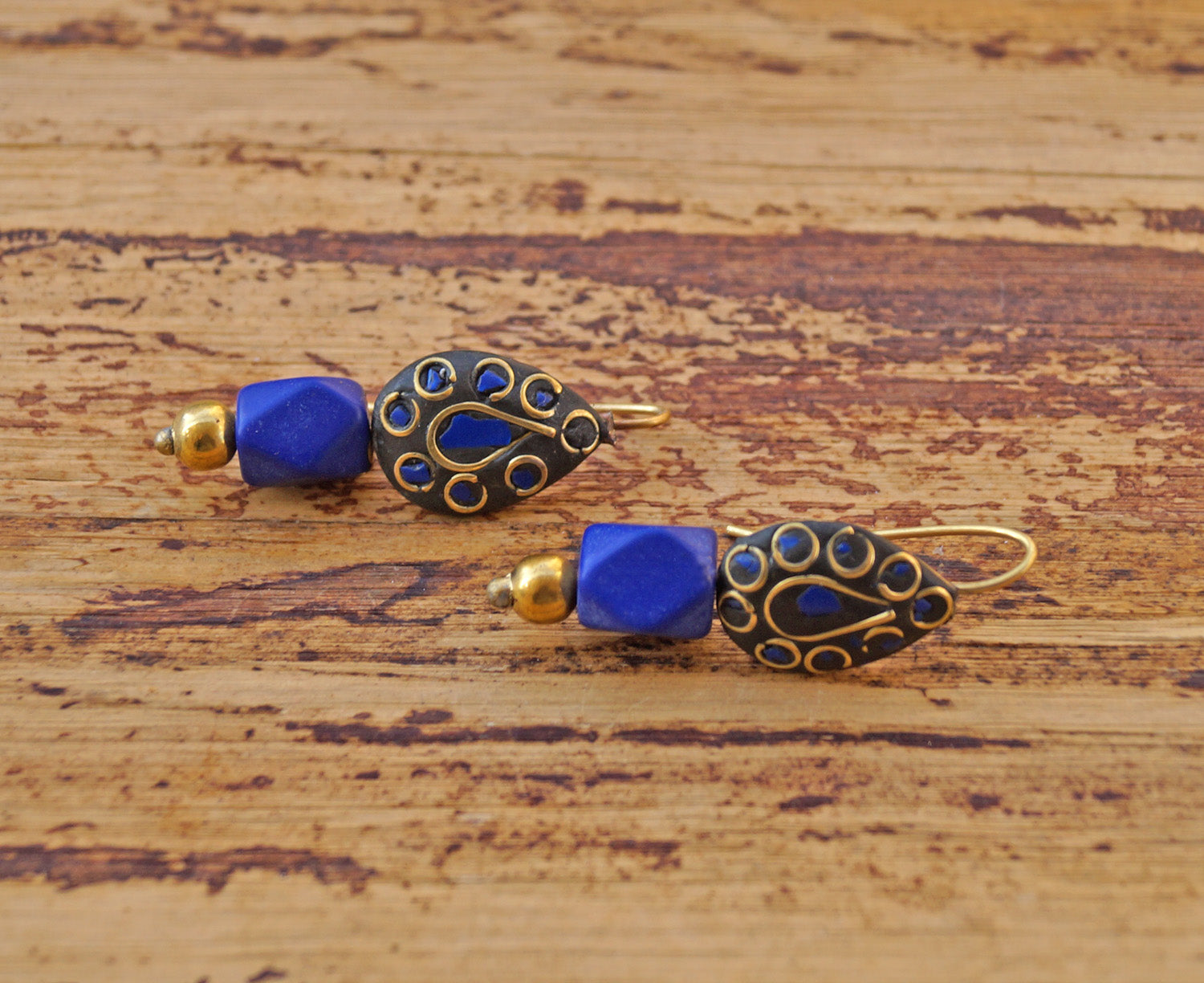 Smart Blue and Black Colour Dangler Earring