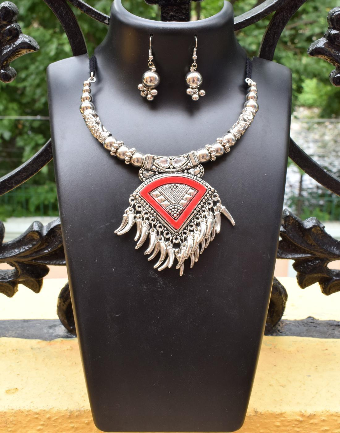 GiftPiper Oxidized Metal Necklace Set in Red Color