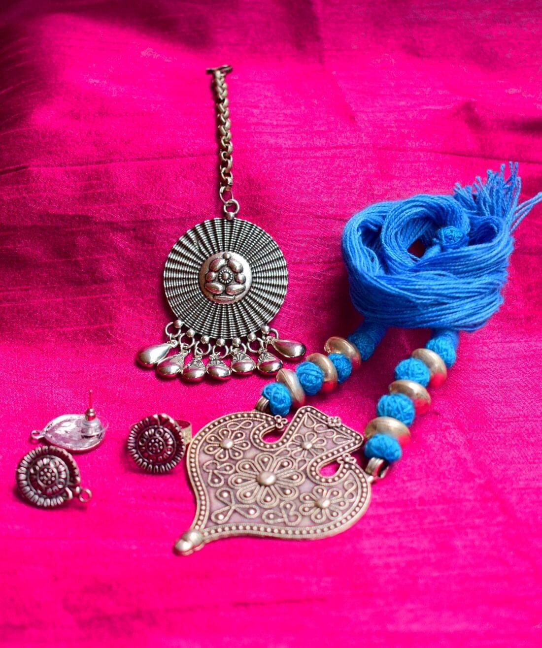 GiftPiper Combo Necklace Set With Maang Tikka and Finger Ring