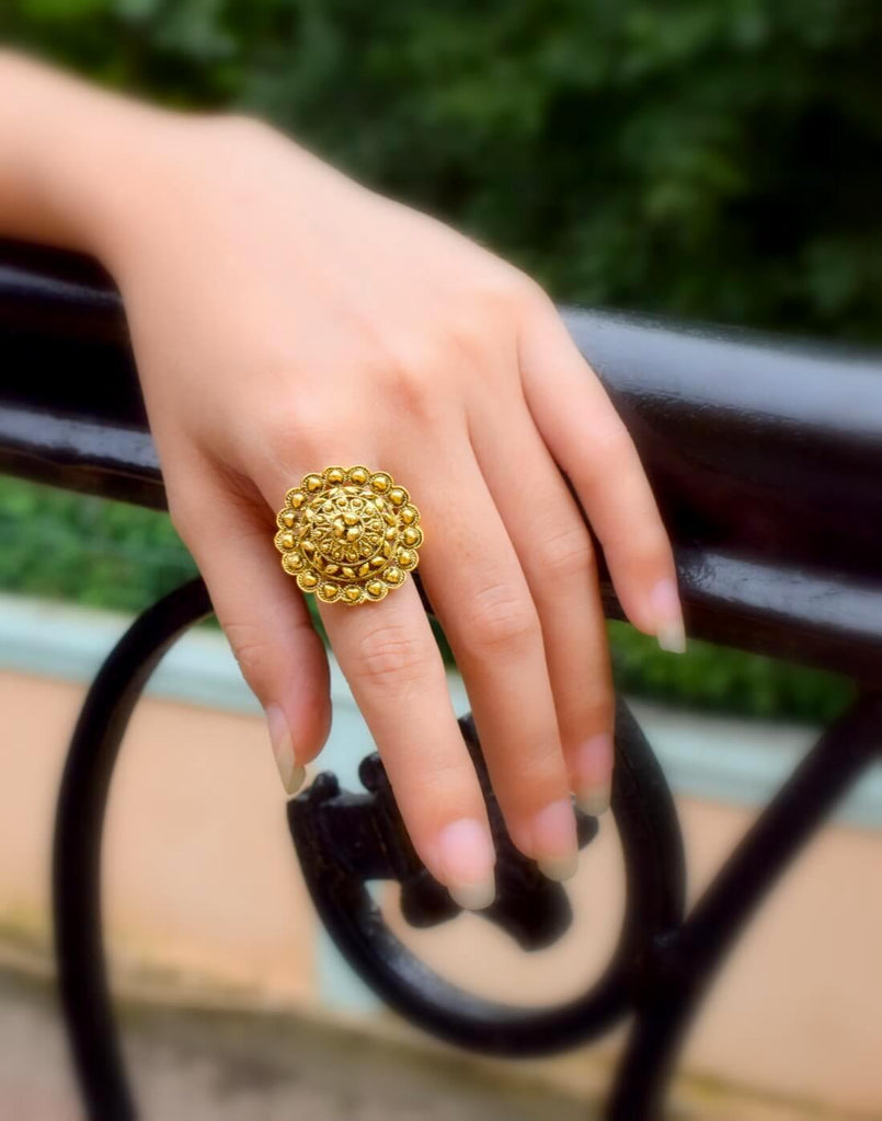 Adjustable Finger Ring In Gold Oxidized Metal Round Motif 7