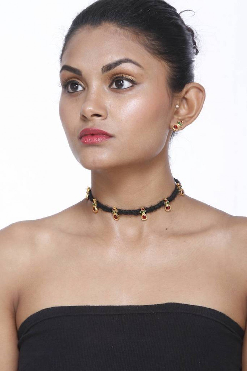 Tar Black Choker With Round Motifs And Earring