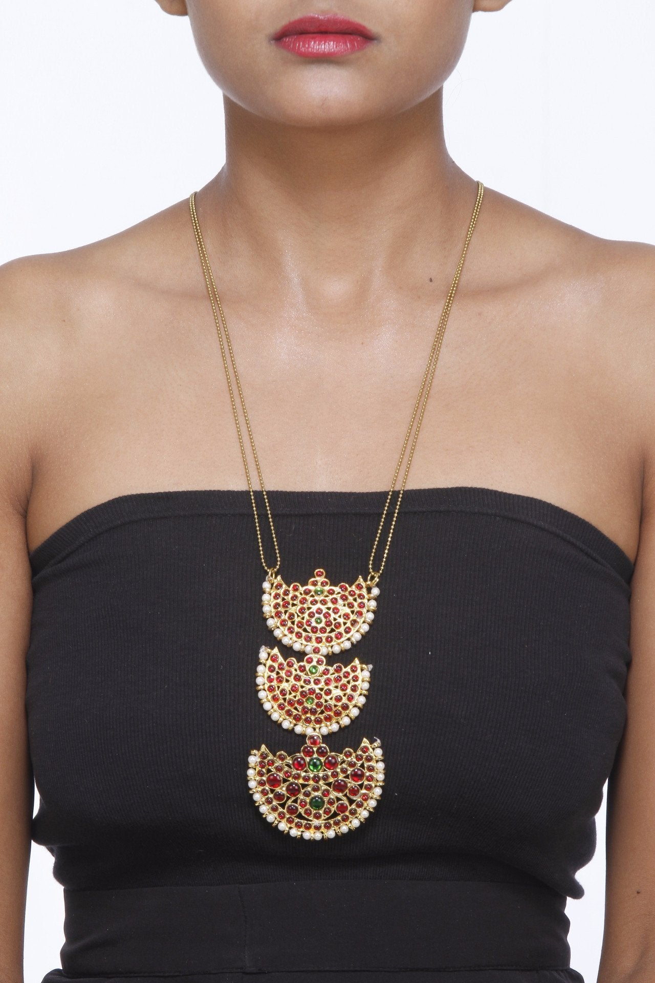 Moon Shaped Motifs In A Gold Chain