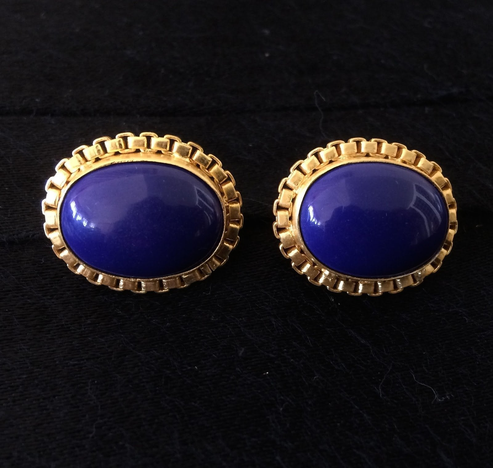 Stud Earring With A Box Chain Surrounding A Lapis Stone
