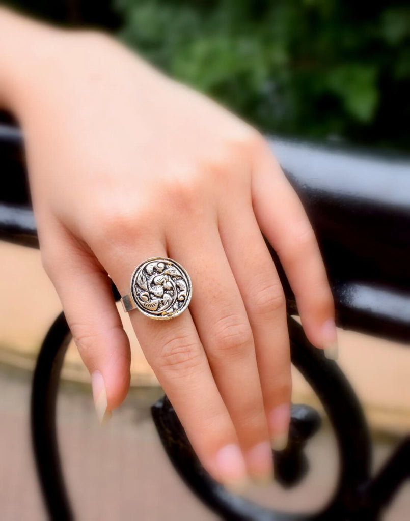 Adjustable Finger Ring In Oxidized Metal Round Motif 3