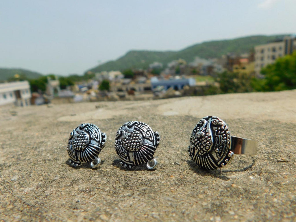 Adjustable Finger Ring And Stud Set In Oxidized Metal Pattern 4