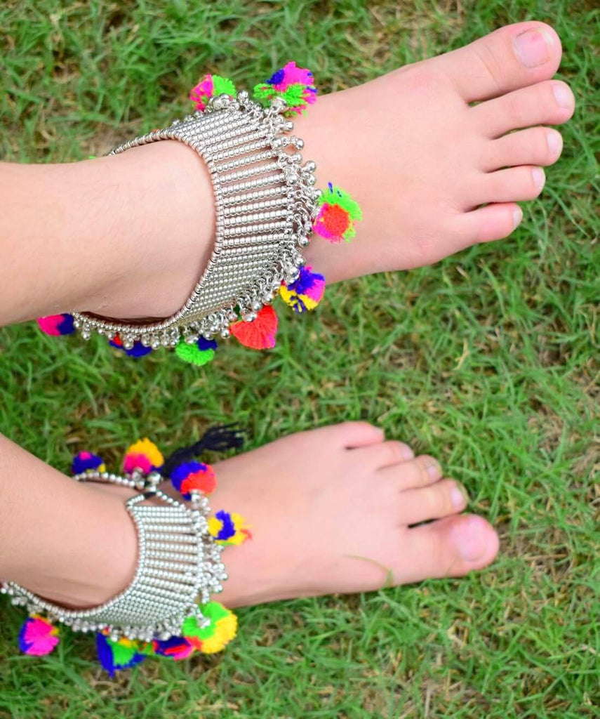 Giftpiper Metal Anklet with Pom Pom Tassels