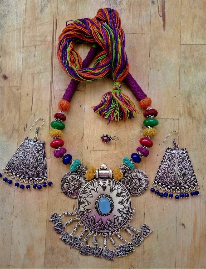 Vivid Dhori Necklace Set With Nose Pin