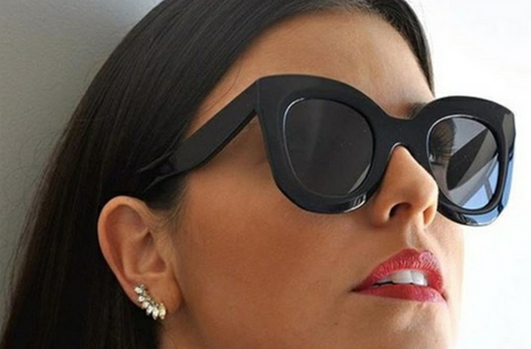 thick wayfarers on model