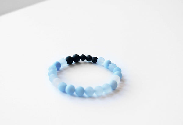 Blue Chalcedony gemstone stretch bracelet detail