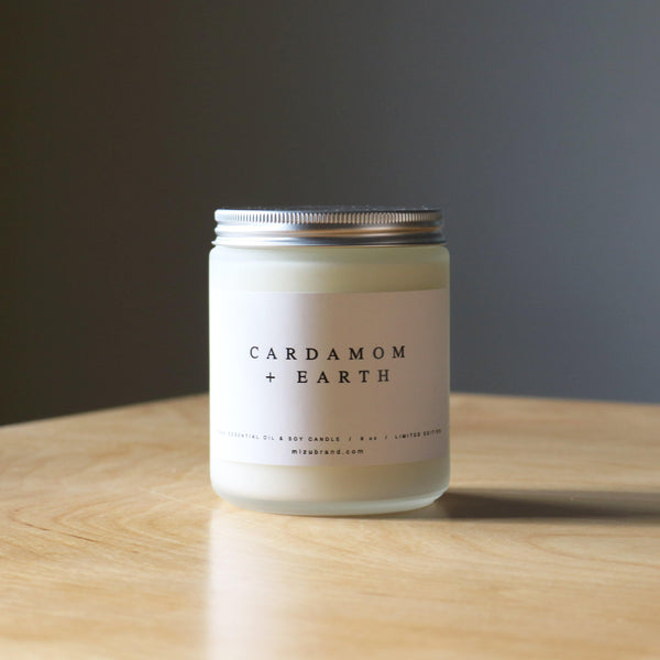 Cardamom and earth essential oil candle limited edition