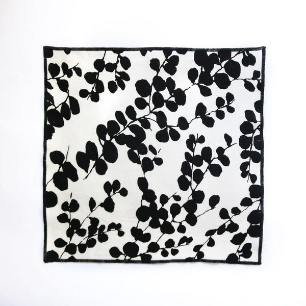 LINEN HENBANE POCKET SQUARE FULL DETAIL