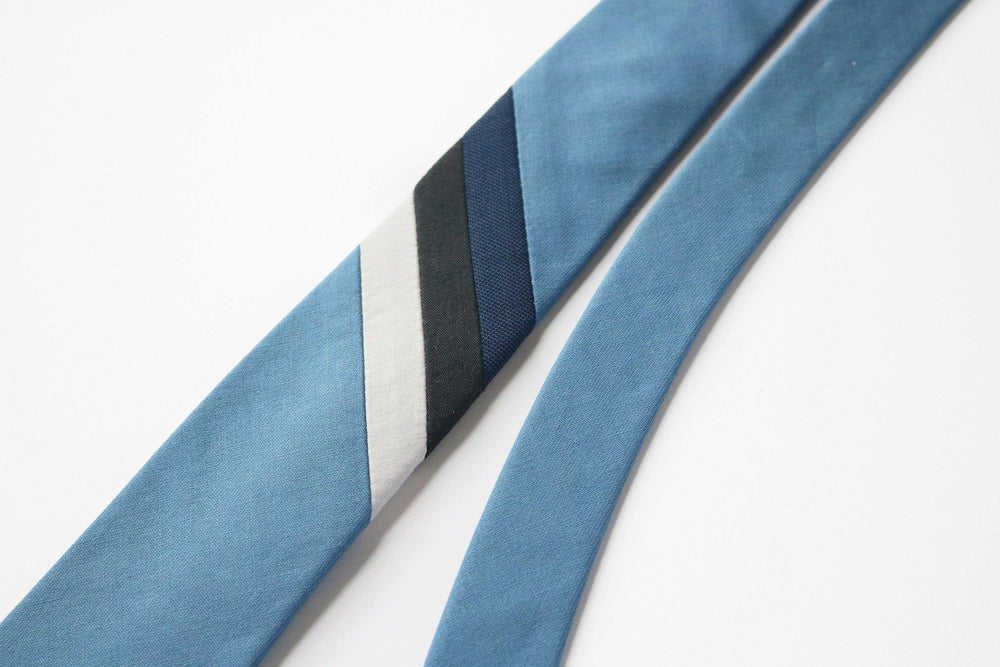 Lagoon Necktie in blue stripe detail