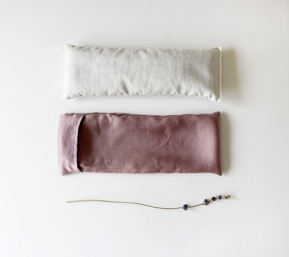 IVORY GOLD SILK LAVENDER EYE PILLOW INSIDE DETIAL