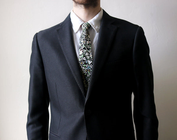Wicklow Floral Necktie model look