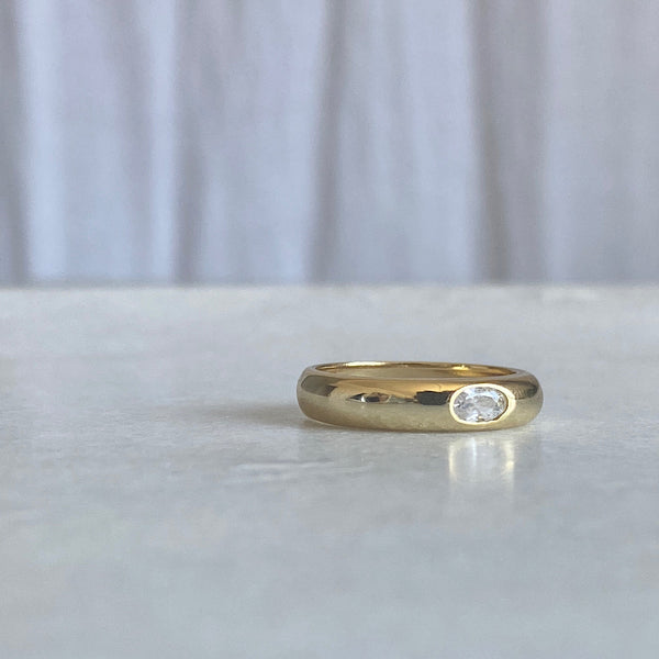 eye spy gold ring band with inset clear cz crystal