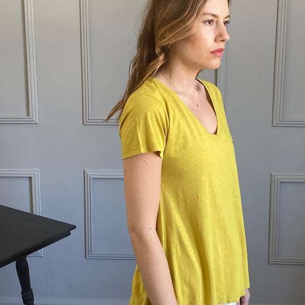 model wears the jacksonville jac51 v neck t-shirt in mustard yellow by american vintage