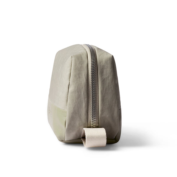 bellroy premium leather dopp kit toiletries bag travel pouch kit in lichen