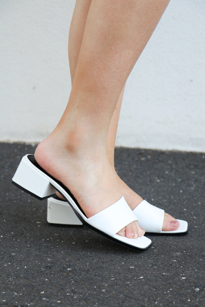 Load image into Gallery viewer, Therapy Stormi Mule (White)