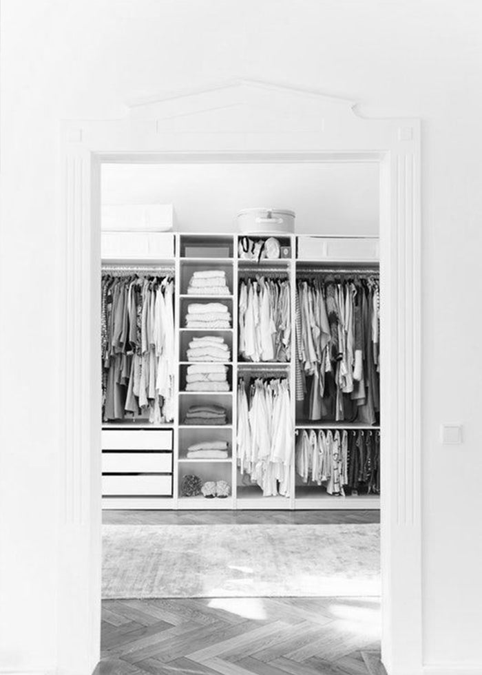 Declutter & organise your wardrobe like a pro with our FREE downloadable checklist.