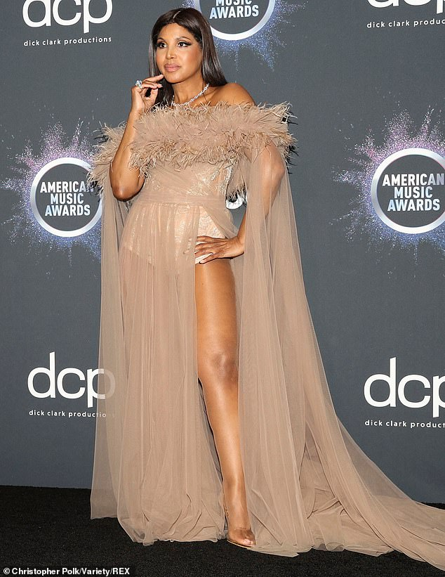 TONI BRAXTON IN FANCY STILETTO GOLD AMA'S 2019