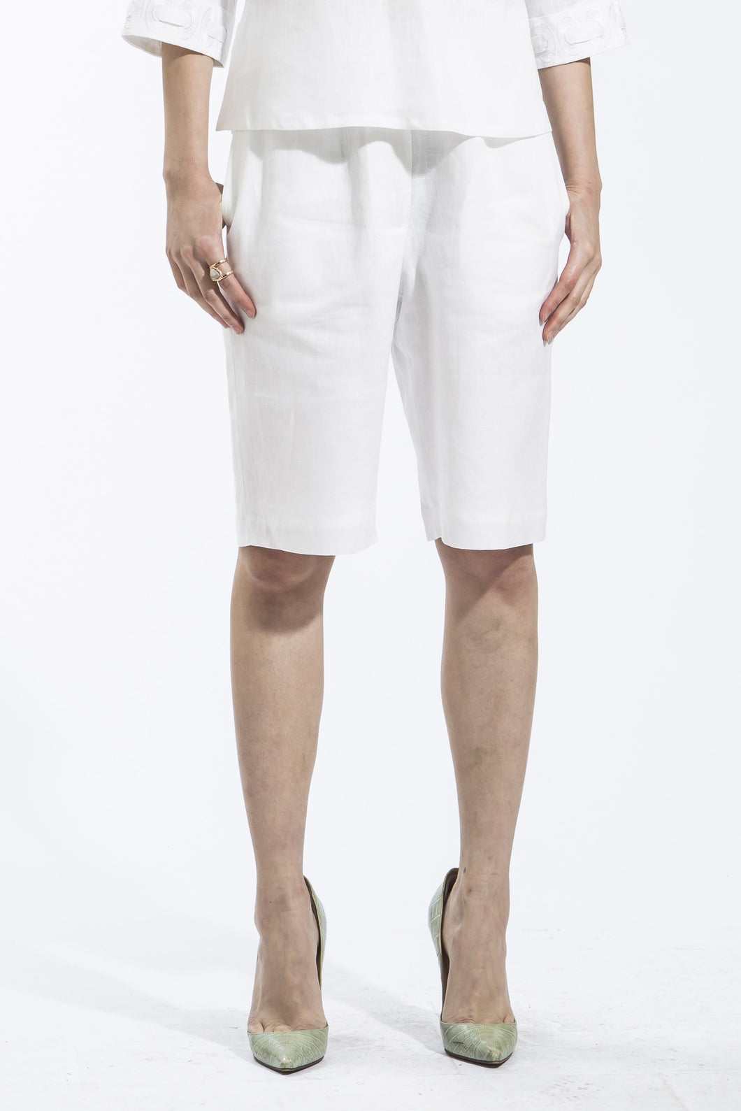 Ribbon Threaded White Shorts Style 1816