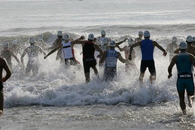 Triathlon entering the water