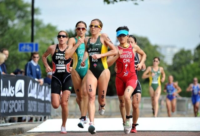 Triathlon Running - group support for pacing