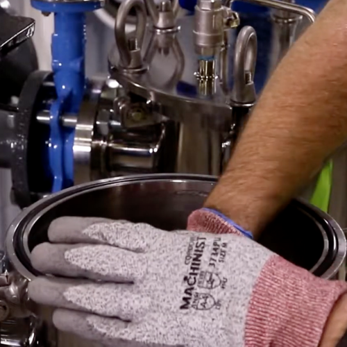 Removing the compression clamp inside the filter vessel