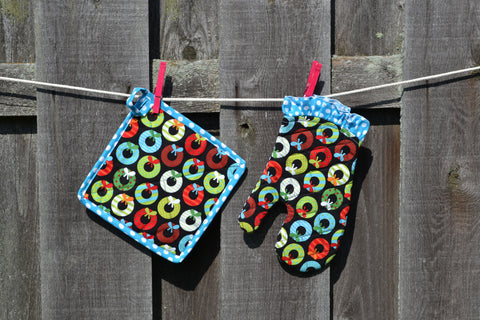 Holiday Wreath Oven Mitt