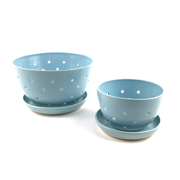 Blue Berry Bowl Set in White Clay