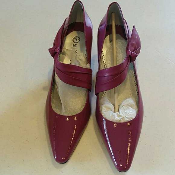 Womens shoes. Bella Vita plum pumps with side bow. Size 10 - Shoes